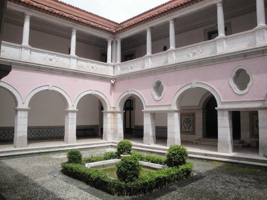 Palais National de Queluz : Courtyard where you can eat lunch