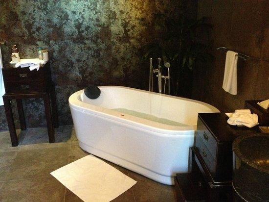 Gending Kedis Villas & Spa Estate: My bath - so good.