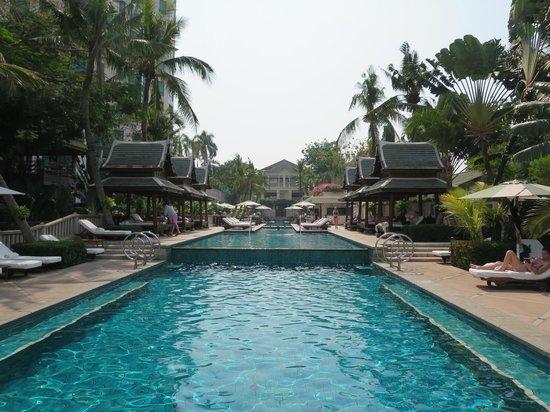 The Peninsula Bangkok: Fabulous pool