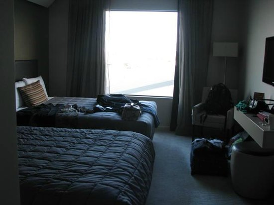"Sudima Auckland Airport Hotel: Very ""ordinary"" motel style room, run down, shabby for $156.00 p/n booked through Flight Centre"