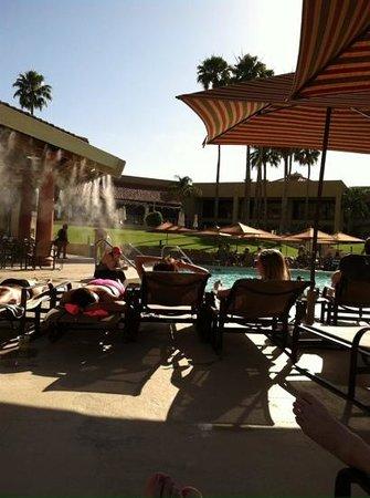 El Conquistador Tucson, a Hilton Resort: mist by the pool mbar