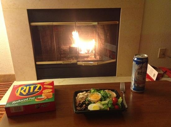 Residence Inn Chicago Deerfield: Fireplace for Dinner