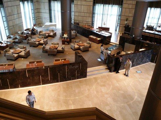 Hotel Nikko Saigon: エントランスのカフェ