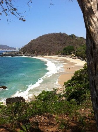 Las Brisas Hotel Collection Ixtapa : vue sur la plage a partir de la piscine
