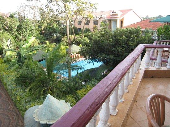Comfort Gardens Guest House: Second-floor balcony room view
