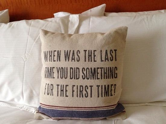 Hotel Providence: Bed pillow