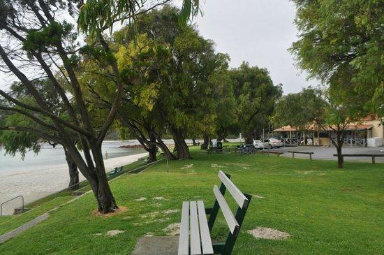 Emu Point Motel & Apartments: Emu Point Beach