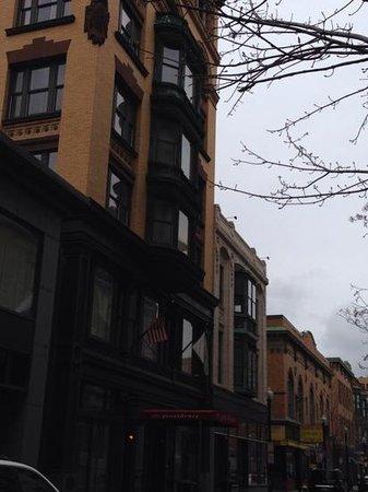 Hotel Providence: Hotel exterior