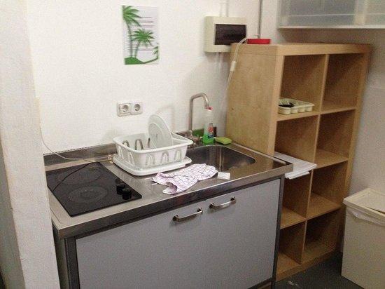 First Curacao Hostel : Mini Kitchen