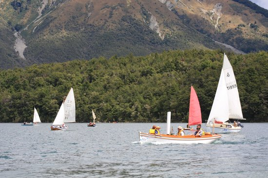 Saint Arnaud, Nouvelle-Zélande : Classic Boat day on Lake Rotoiti, St Arnaud, New Zealand