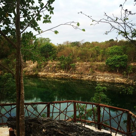 Banyan Tree Mayakoba: This is a great spot on the nature trail overlooking a cenote