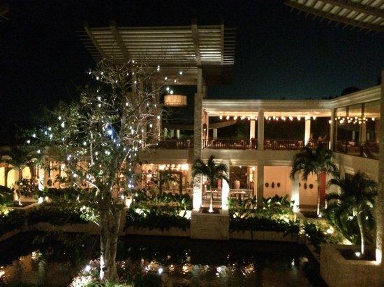 Banyan Tree Mayakoba: The lobby at night - view from the bar