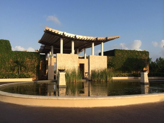 Banyan Tree Mayakoba: The Lobby is way cool and open air