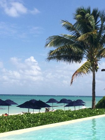 Banyan Tree Mayakoba: The beach pool is awesome