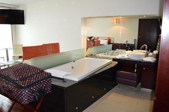 Maryborough Hotel & Spa : Part of the bathroom