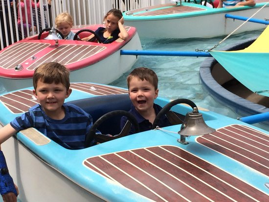Hilton San Diego Resort & Spa: Fun at nearby Belmont Park in Mission Beach