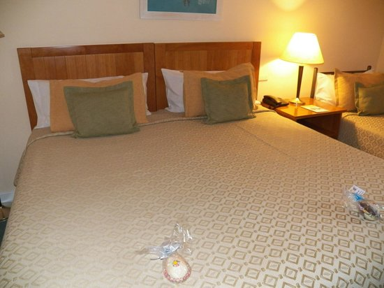 Hotel Canal Beagle: Camas gigantes !!