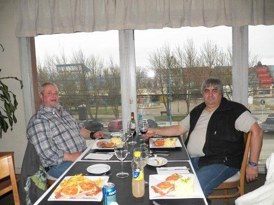 Hotel Canal Beagle: Almorzando con una excelente vista !!