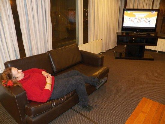Hotel Canal Beagle: Sala de estar, con comodos sillones, TV  en el 1° piso
