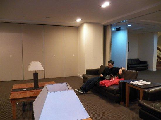 Hotel Canal Beagle: amplias instalaciones del salón ubicado en el  1° piso