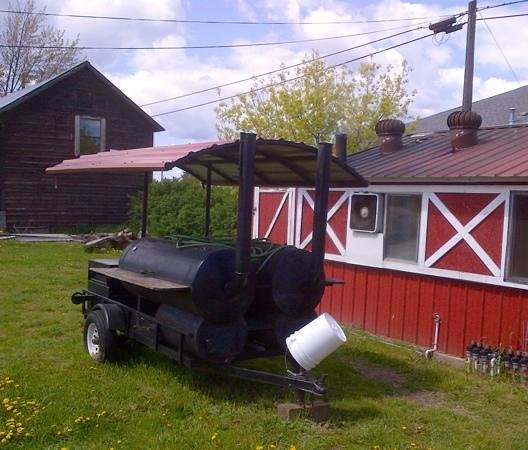 Famous Willies Barbecue: Mobile smoker and the smoker bldg
