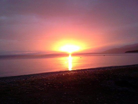 Arriba: In Afissos gibt es die schoensten Sonnenuntergänge