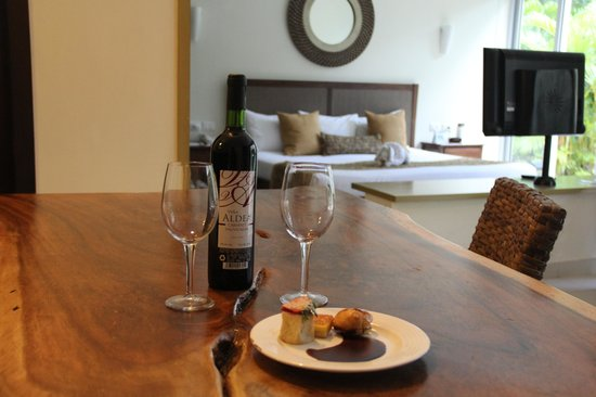 Luxury Bahia Principe Sian Ka'an Don Pablo Collection: Complimentary wine and desert in a room