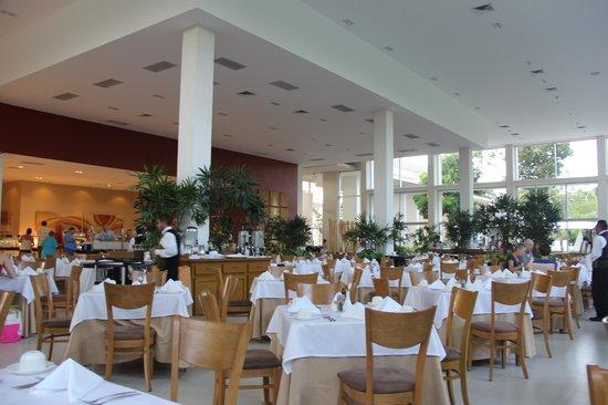 Luxury Bahia Principe Sian Ka'an: Buffet restaurant