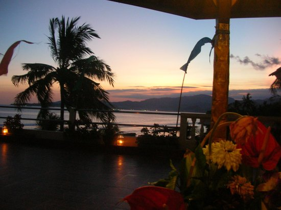 Bali Palms Resort : Dining on rooftop at sunset.