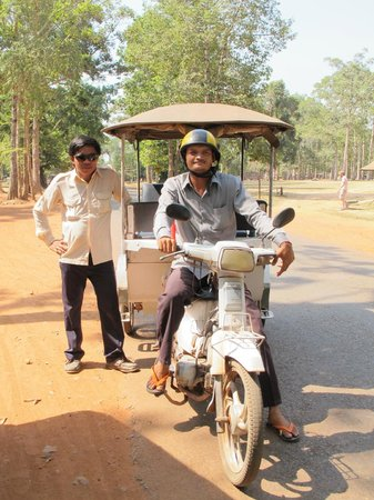 La Niche D'Angkor Boutique Hotel: Our tuk tuk driver and guide