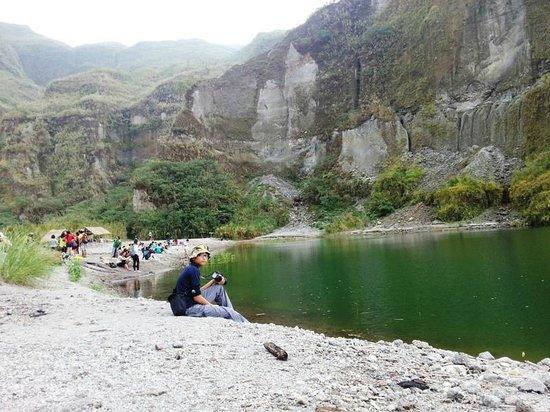 Mount Pinatubo : green water...algae maybe