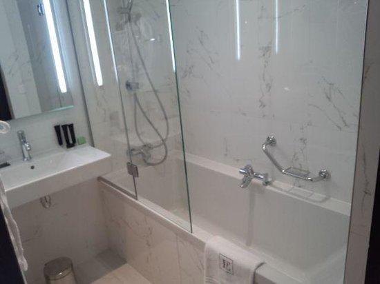 Hotel Edouard 7 : Washroom