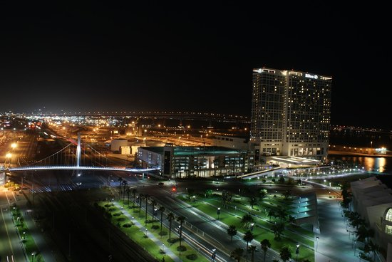 Omni San Diego Hotel: Night view from the Omni towards the south