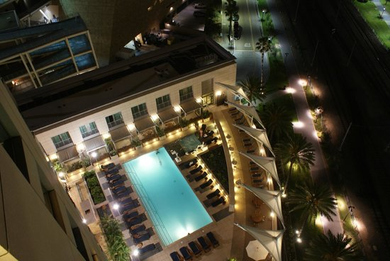 Omni San Diego Hotel: View of pool at night