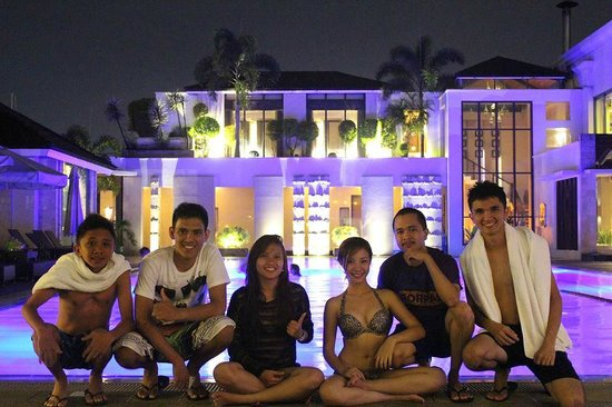 Marco Polo Davao: that's me and my friends in the pool area