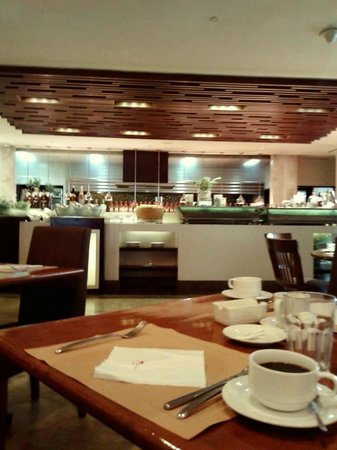 Marco Polo Davao: complementary breakfast buffet- it was heavenly! we dined like kings! the food was superb !