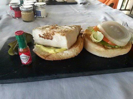 Sofitel Bora Bora Private Island : Fish burger