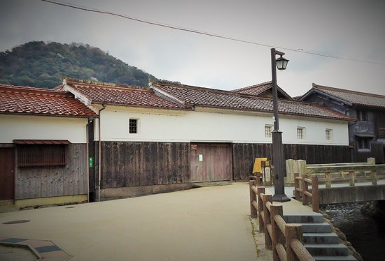 Shirakabe Dozogun Akagawara : 白壁土蔵群