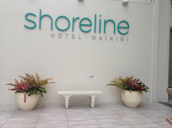 Shoreline Hotel Waikiki: Entrance to Hotel