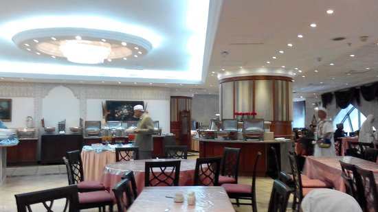 Makkah Hilton Towers : the dining room was clean
