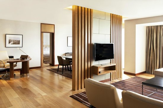 Hilton Colombo Residence : LIVING & DINING AREA - KING SUPERIOR SUITE
