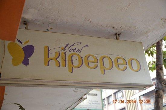 Hotel Kipepeo : Грязная вывеска