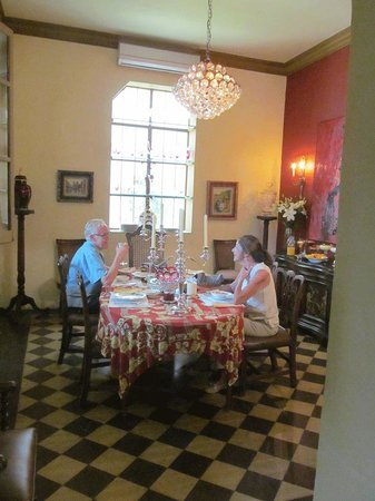 La Perla Boutique Bed & Breakfast: Dining Room