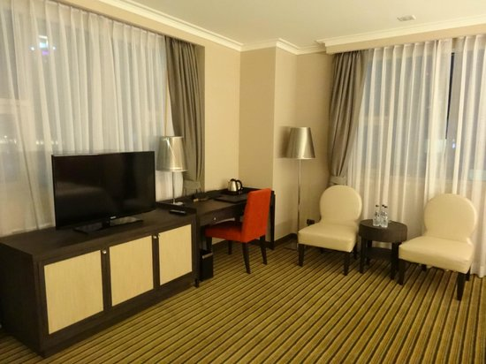 The Berkeley Hotel Pratunam: Family Premier (Triple) Room
