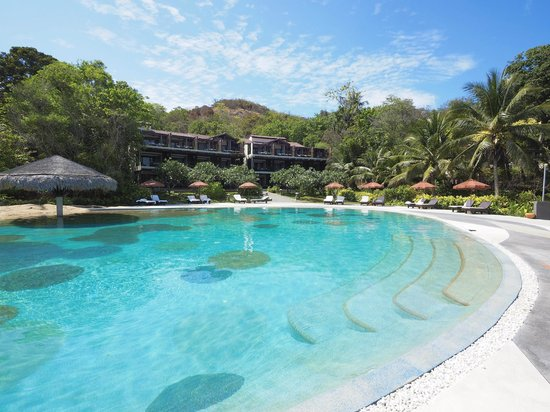 The Tongsai Bay : Main pool and Beachfront Suites Building