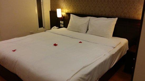 Rising Dragon Legend Hotel : Bed