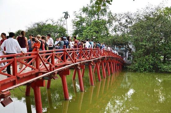 EXO Travel : Bridge to the pagoda on the lake