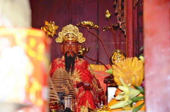EXO Travel : Buddha at the pagoda on the lake