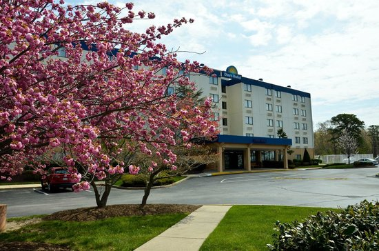Days Hotel Egg Harbor Township-Pleasantville-Atlantic City: The Hotel During Spring