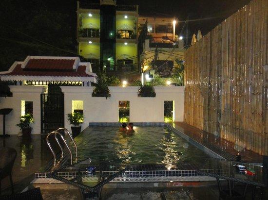 KhaVi Villa: Pool view